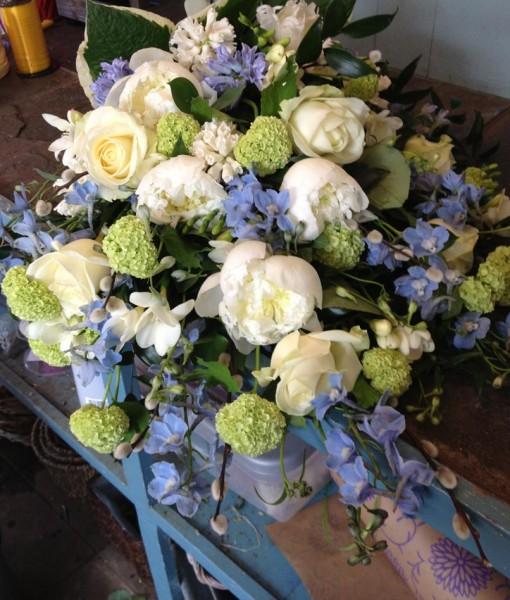 sympathy-flowers-sheaf-054