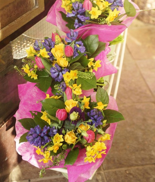 Gift Occasion – Tied Spring Posies